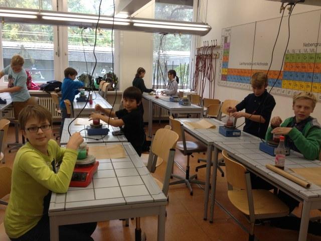 "Chemie-AG: ""Chem-Kids"" 2016. Foto v. Fle"