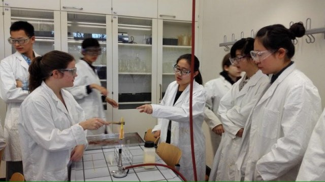 Showexperimente mit LuHe-Austauschschülern